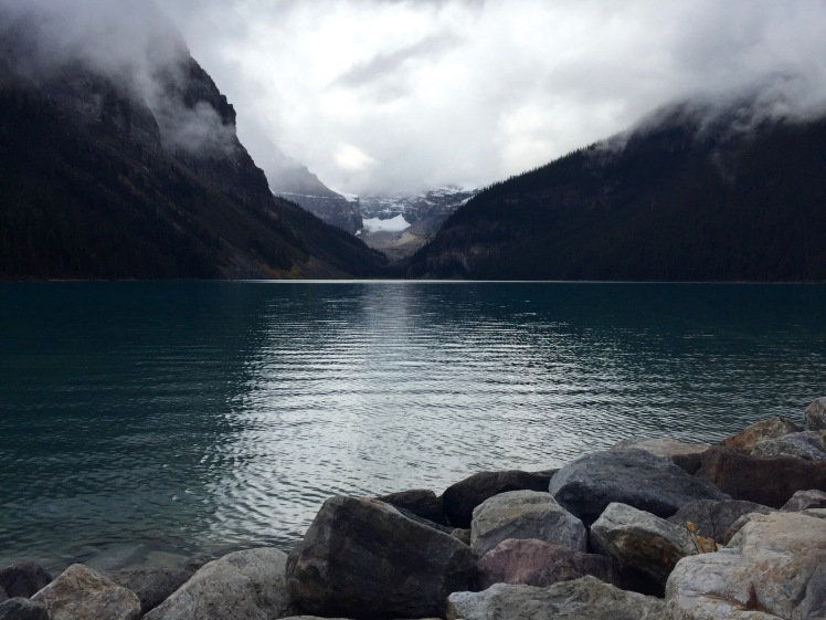lake-louise-begond-the-clouds